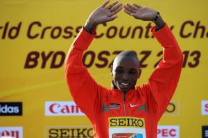 Japhet Kipyegon Korir del Kenia esulta per la vittoria dei 40° IAAF World Cross Country Championship 2013 il 24 Marzo 2013 a Bydgoszcz, Polonia. (Foto Christopher Lee/Getty Images)