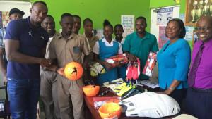 Usain Bolt donazione alla scuola